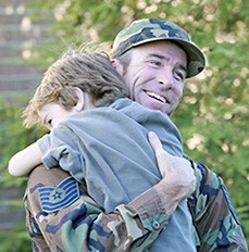 military dad and child